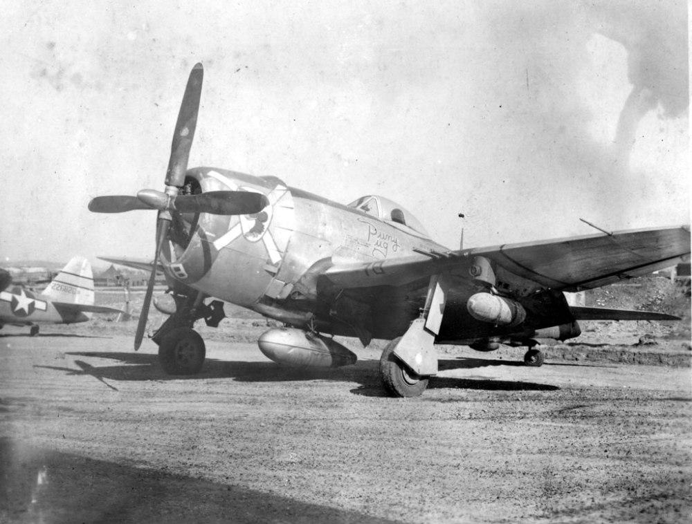 USAAF-42-26820-P-47D-Thunderbolt-12AF-57FG66FS-01